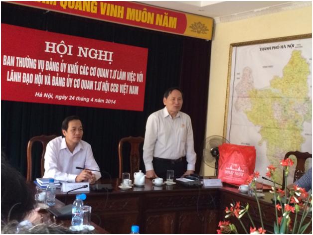 Công ty Dược phẩm Nhất Nhất tặng quà cho các đồng chí Lãnh đạo TW Hội Cựu chiến binh trong Hội nghị Ban thường vụ Đảng ủy khối cơ quan trung ương làm việc với Lãnh đạo Hội và Đảng ủy Cơ quan TW Hội Cựu chiến binh Việt Nam