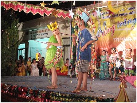 Trung thu Vầng trăng yêu thương tại Trung tâm Phục hồi chức năng Việt Hàn