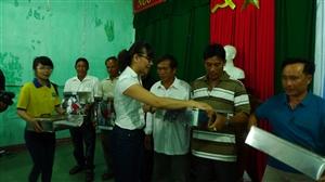 Nhất Nhất tặng 100 tủ thuốc cho ngư dân Quảng Nam