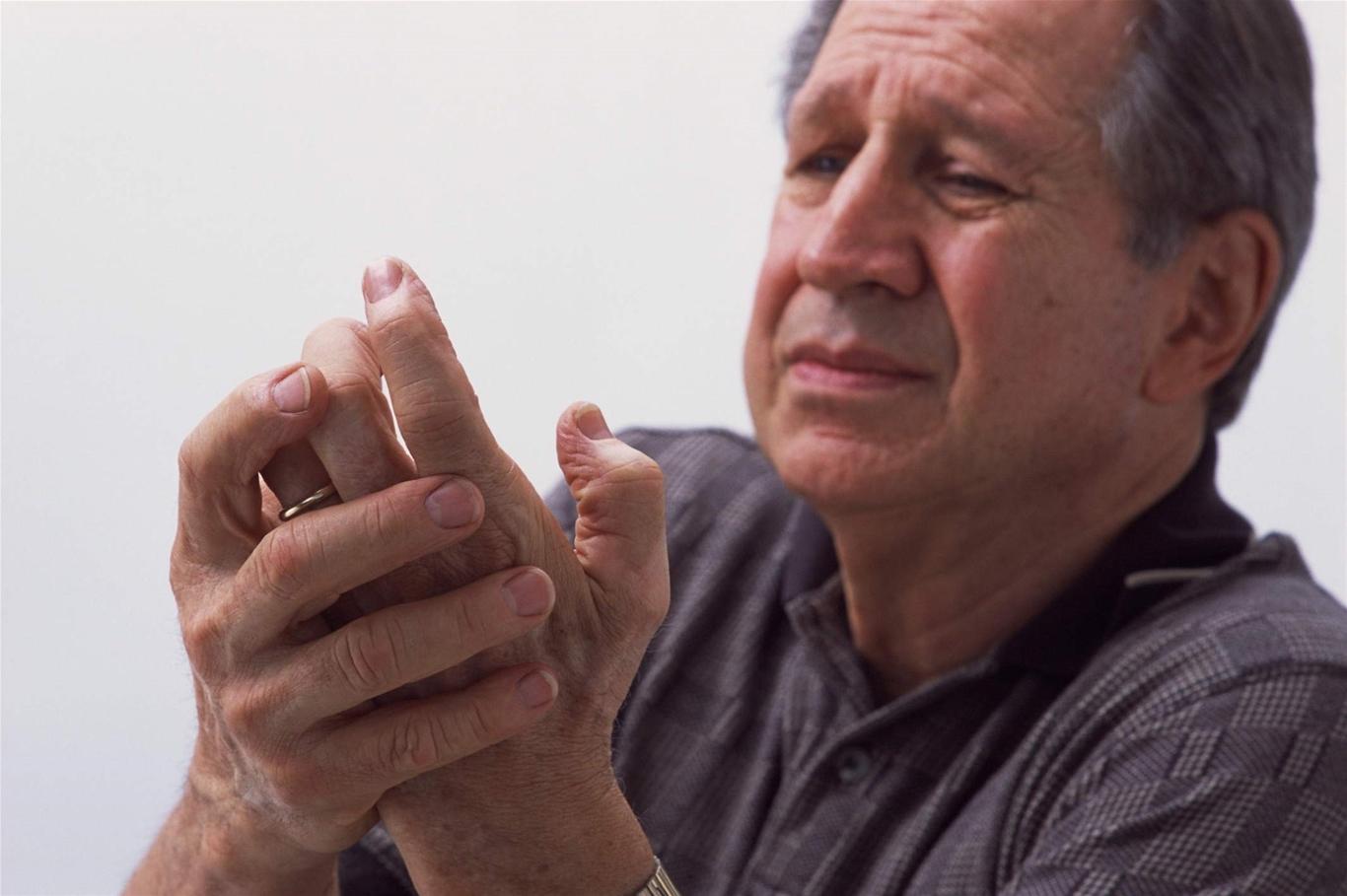 Viêm thóa hóa khớp ngón tay thường gặp ở người lớn tuổi
