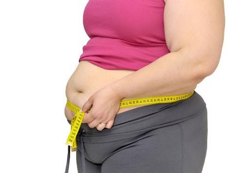 Phụ nữ mãn kinh thường bị béo bụng