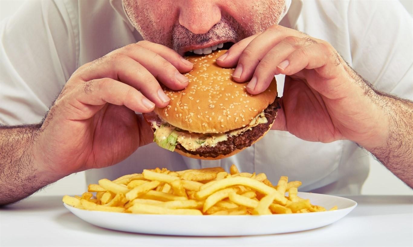 Chế độ ăn uống, sinh hoạt không hợp lý