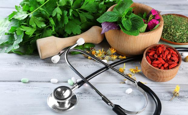 Điều trị bệnh mạn tính: Khi nào dùng thuốc Tây khi nào dùng thuốc Đông y thế hệ 2?