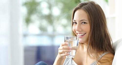 Nước sẽ làm mỏng dịch nhầy và ngăn chặn sự tắc nghẽn gây nghẹt mũi